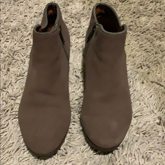 Woman's Crown Vintage Brown Boots, Size 7